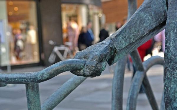 Bernhardt Jensen. Den cyklende Borgmester. Skulptur detaille