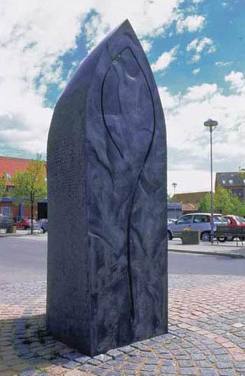 Økseporten - Skulptur granit